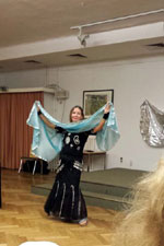 susanne performing bellydance with veil in December 2015